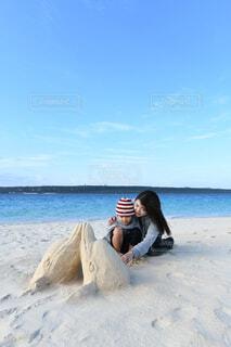 海と我が子との写真・画像素材[4369988]