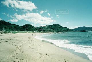 自然,風景,海,空,夏,屋外,緑,砂,ビーチ,雲,青空,青,砂浜,水面,海岸,山,レトロ,ナチュラル,フィルム,日中