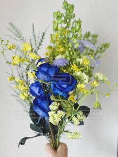 青いバラの花束の写真・画像素材[4390828]
