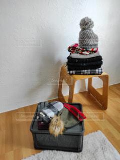冬の小物を片付けるの写真・画像素材[4354573]