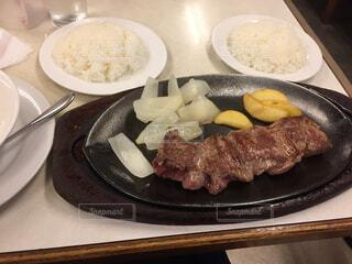 食べ物,食事,ランチ,ディナー,テーブル,皿,肉,料理,ステーキ,お肉,レシピ,赤身肉