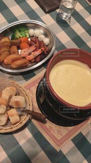 食べ物,食事,ランチ,ディナー,パン,テーブル,皿,チーズ,ご飯,料理,シーフード,チーズフォンデュ