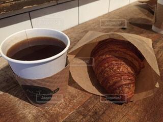 食べ物,カフェ,コーヒー,食事,朝食,ランチ,パン,テーブル,カップ,朝,紅茶,クロワッサン,モーニング,ドリンク,カフェイン