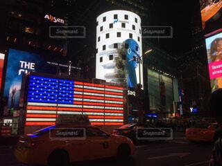 建物,夜,夜景,ニューヨーク,群衆,看板,車,道路,ネオン,アメリカ,都会,旅行,高層ビル,ネオンサイン,アメリカ合衆国,NY,タイムズスクエア,ダウンタウン,New York,米国,車両