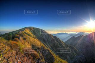 瓶ヶ森山頂からの日の出 (日本三百名山 愛媛県西条市)の写真・画像素材[4363866]