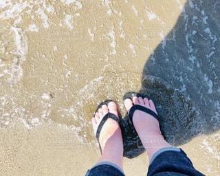 海とサンダルの写真・画像素材[4643883]