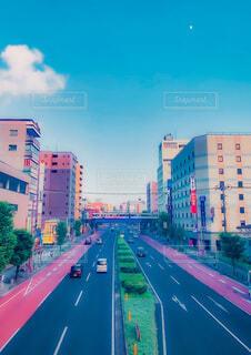 自然,風景,空,建物,屋外,看板,車,道路,都会,月,道,通り,車両,テキスト