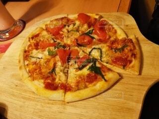食べ物,屋内,料理,木目,居酒屋,菓子,イタリア料理,ファストフード,ピザ,ボード,ピザチーズ,フラットブレッド