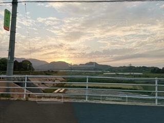 風景,空,夕日,屋外,白,雲,水面,山