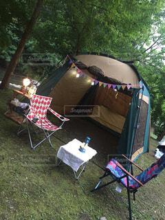 屋外,草,テーブル,樹木,家具,キャンプ,テント,遊び場,草木,グランピング