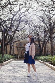 女性,公園,花,春,桜,スカート,笑顔,親友,インスタ映え