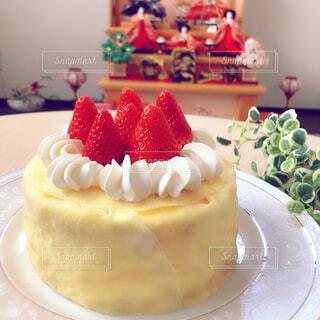 お雛ケーキはクレープケーキの写真・画像素材[4382097]
