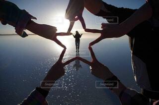 空,夕日,屋外,湖,星,人物,人,水鏡,ウユニ,ウユニ塩湖,塩湖,水面鏡