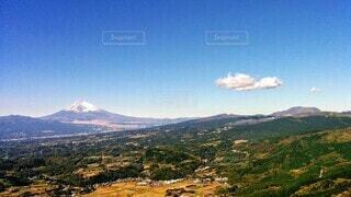 背景に広い山の眺めの写真・画像素材[4458076]