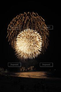 風景,海,夏,ピンク,ビーチ,花火,海辺,暗い,背景,灯り,丸,明かり,夏休み,明るい,風流,景観,打上げ花火