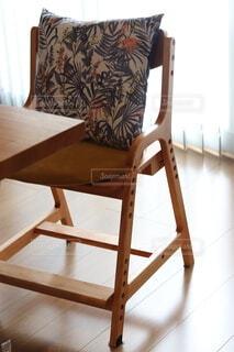 ダイニングの子ども椅子 クッションの写真・画像素材[4375558]