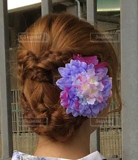 髪に咲く花の写真・画像素材[4410314]