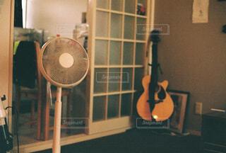 真夏の部屋の中の写真・画像素材[4359999]