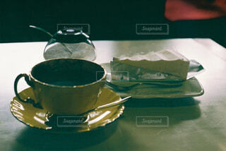 コーヒーとケーキでひと息の写真・画像素材[4360019]