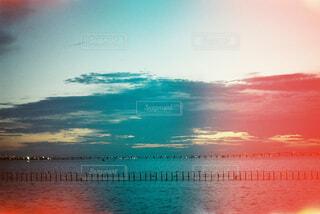 空と海と夕日の写真・画像素材[4360038]