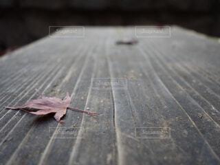 木製のベンチの写真・画像素材[4362810]