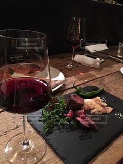 食べ物,ディナー,屋内,食器,ワイン,ボトル,グラス,レストラン,カクテル,ドリンク,シャンパングラス,ワイングラス