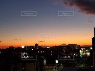 空,建物,富士山,屋外,雲,夕暮れ,都会
