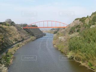 空,橋,屋外,湖,川,水面,山,旅行,アーチ橋,固定リンク,橋と緑と川