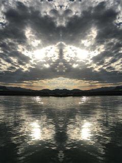 太陽と海の写真・画像素材[4368696]