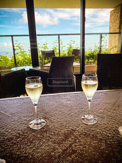 南の島で飲むシャンパンの写真・画像素材[4737598]