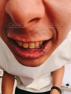 屋内,人物,人,笑顔,顔,目,リップ,歯,口,眉,自分撮り,人間の顔