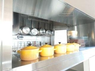 インテリア,キッチン,屋内,黄色,モダン,鍋,デザイン,ステンレス,銀,ル・クルーゼ,台所用品,天板,家庭電化製品