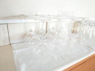 屋内,透明,ガラス,テーブル,食器,ワイン,グラス,ワイングラス,沢山