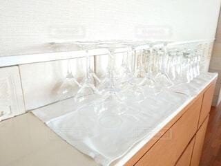 屋内,透明,ガラス,テーブル,壁,食器,ワイングラス,沢山
