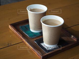 コーヒー,屋内,湖,テーブル,マグカップ,食器,カップ,紅茶,キャンプ場,スパイス,チャイ,木製テーブル,コーヒー カップ,受け皿,ゆるキャン△