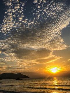 雲の絨毯と夕日の写真・画像素材[4364607]
