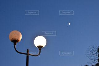 空,公園,夜景,夜空,屋外,散歩,ライト,日常,月,投稿,おしゃれ,街頭