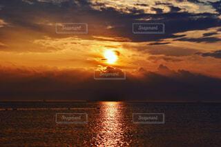 自然,風景,海,空,夏,海水浴,屋外,太陽,ビーチ,雲,綺麗,夕暮れ,波,水面,海岸,日常,夜明け,地平線,くもり,穏やか,おしゃれ,フォトジェニック