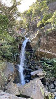 自然,空,森林,屋外,太陽,水面,沖縄,滝,樹木,岩,パワースポット,草木,迫力,水流,やんばる,轟の滝