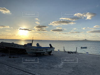 海,空,屋外,太陽,雲,ボート,夕焼け,船,水面,海岸,夕方,沖縄,本部町,伊江島,備瀬,やんばる