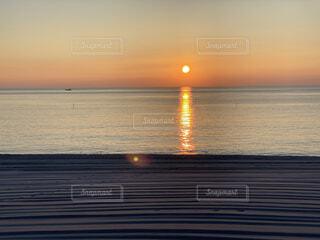 沈む夕日の写真・画像素材[4393459]