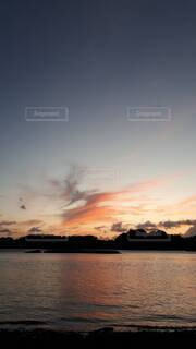 自然,空,屋外,湖,ビーチ,雲,青,夕暮れ,水面,山,オレンジ