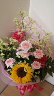 誕生日に花束の写真・画像素材[4390966]