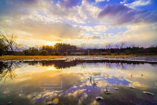 自然,風景,空,夕日,屋外,湖,雲,青空,夕暮れ,川,水面,池,反射,光,樹木,水溜り,リフレクション,日の出