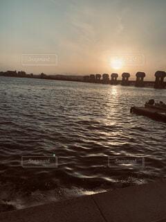 海,空,夕日,屋外,湖,ビーチ,雲,ボート,夕暮れ,船,水面,黄昏,車両,水上バイク