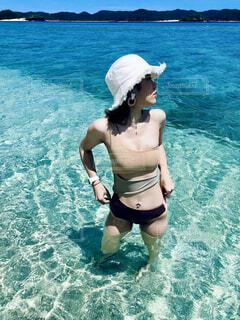 女性,海,空,屋外,ビーチ,水着,水面,人物,横顔,人,リゾート,ビキニ
