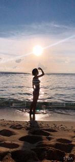 自然,海,空,屋外,太陽,ビーチ,雲,水面,海岸,泳ぐ,人物,人,立つ,マリンスポーツ