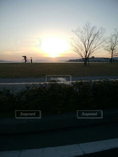 空,冬,自転車,屋外,太陽,ビーチ,雲,夕暮れ,水面,樹木,宍道湖