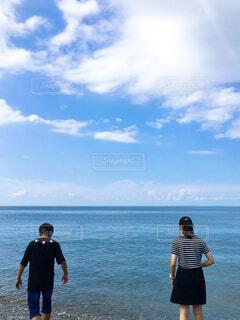 風景,海,空,屋外,ビーチ,雲,水面,海岸,人物,人,兄弟,青い
