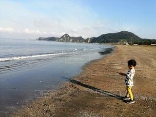 自然,海,空,屋外,湖,ビーチ,雲,水面,海岸,山,男の子,お出かけ,わんぱく
